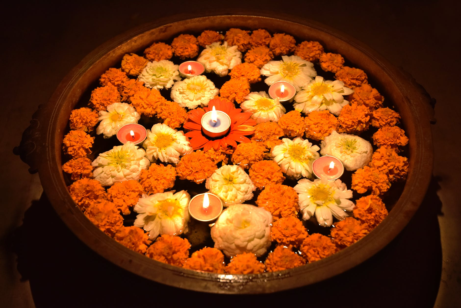 How to decorate the house for Diwali with flowers?
